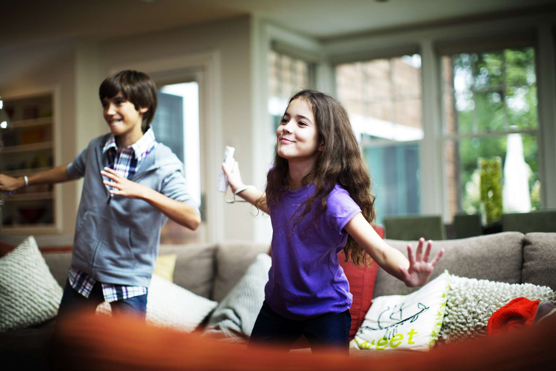 56c3c5c3b2aa1_Christian_Kozowyk_kids_playing_wii