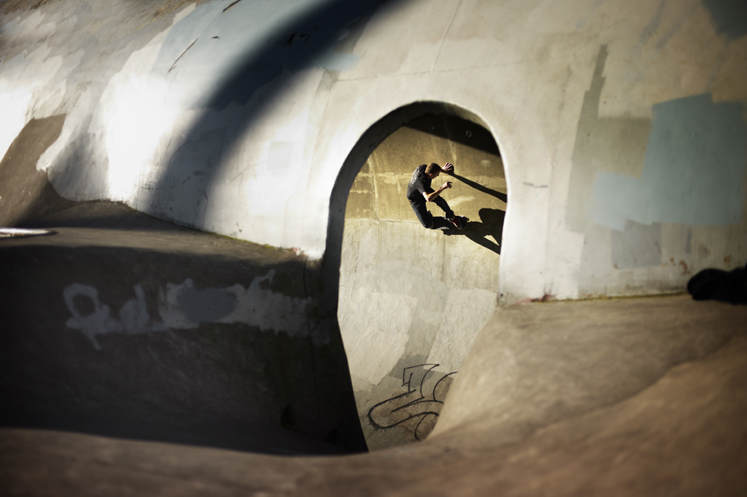 Christian_Kozowyk_skater_full_pipe
